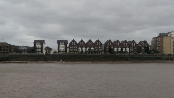 Thames-side houses 1 (640x360)