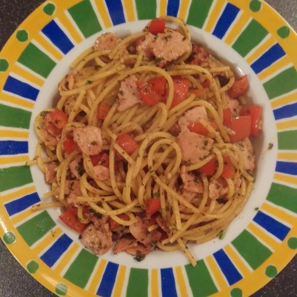 turkey-bacon-tomato-spaghetti-with-kale-walnut-pesto