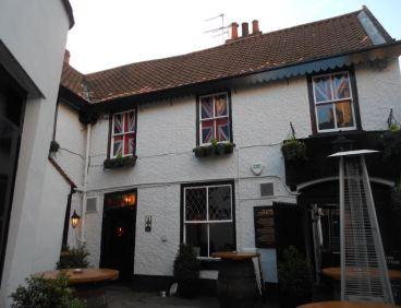 Ye Olde Starre Inn courtyard (sml)